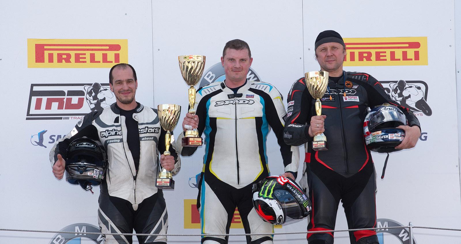 Вторым в дождевой гонке 4-го этапа Supersport стал Евгений Семенович (слева)